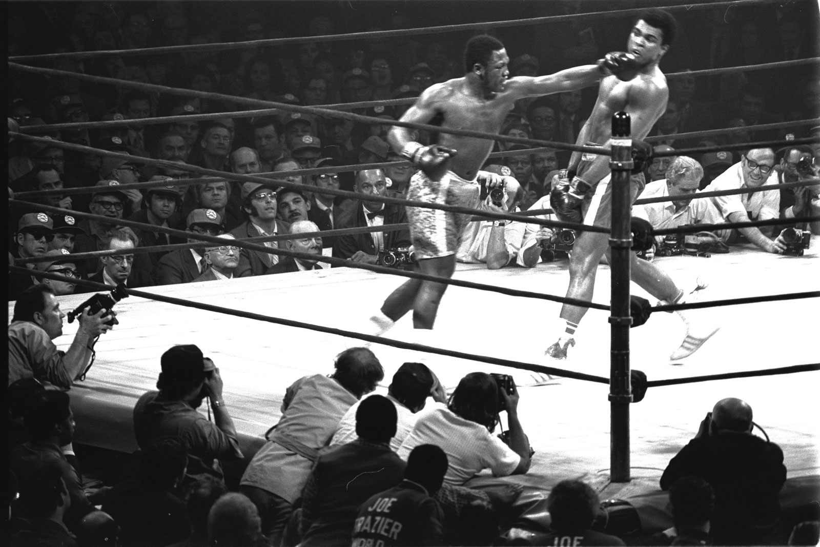 Joe Frazier Vs Muhammad Ali The Fight Of The Century
