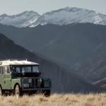 Land Rover verrast vier vrienden met opgeknapte Defender