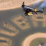 Jetman suist over Dubai heen