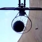 Nieuw wereldrecord: een basketbal shot maken van 127 meter hoog!
