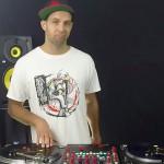 Deze rasechte DJ kan meer dan alleen een playlist samenstellen
