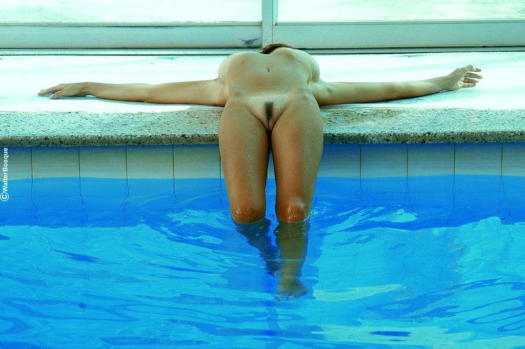 искали портал, спортсменки голые бассейн фото эротика