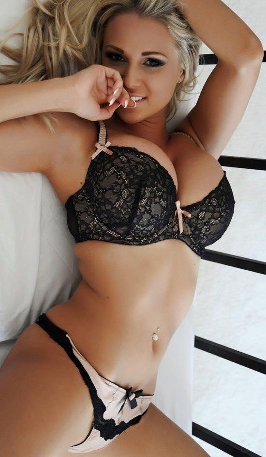 hete vrouwen in mooie lingerie dailybase nl een weblog voor mannen. Black Bedroom Furniture Sets. Home Design Ideas