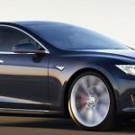 De toekomst is maar raar: man slaapt in zelfrijdende Tesla