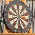 Deze dudes gooien elke dart in de bullseye