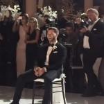 Deze geluksvogel kreeg een sexy dans van zijn nieuwe vrouw op zijn bruiloft