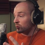 Mac Lethal probeert anderhalf minuut te rappen met één ademhaling