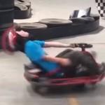 Jochie raakt met Go Kart in eeuwig durende spin (Shooting Stars Remix)