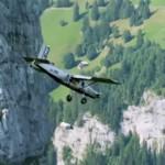 Knotsgekke wingsuiters duiken halverwege hun jump een stuntvliegtuig in