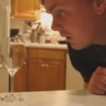 Dit is hoe je een wijnglas kunt breken met de kracht van je stem
