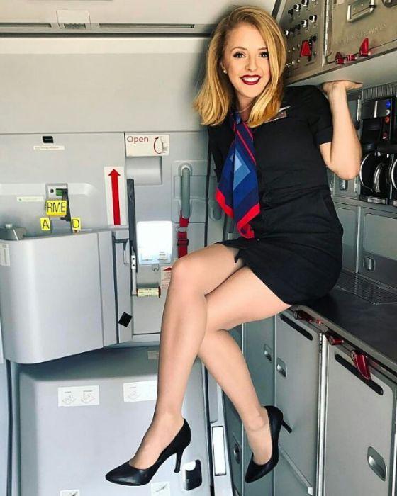 Boembox Viral News Weblog Home: Met Deze Fijne Stewardessen Wil Je Juist Graag 14 Uur