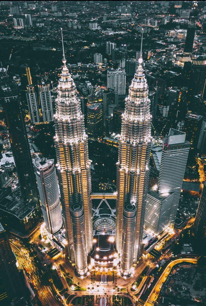 petronas twin towers tijdens rondreis in Maleisië
